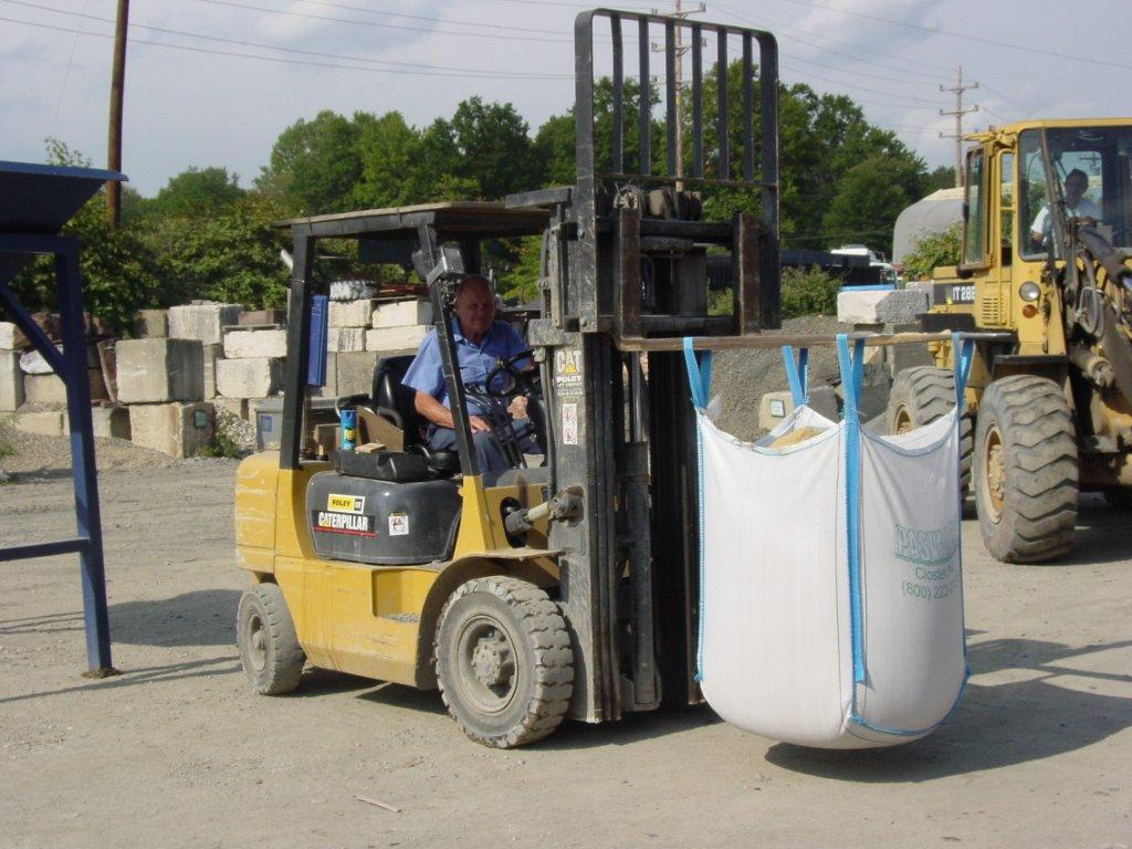 d3fe864eb1 ... Pallet.jpg Images OTB Pic 14 - Carring bag with a forklift.jpg ...